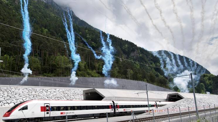 Fuochi d'artificio all'uscita del primo treno a Rynächt