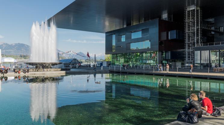 Il centro culturale progettato da Jean Nouvel