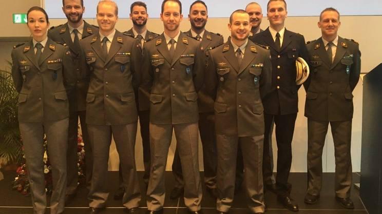 La Classe piloti 11. Otto diplomati: 5 saranno ai comandi di elicotteri, 3 di jet da combattimento