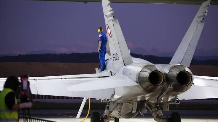 La manutenzione degli F/A-18, introdotti negli anni Novanta, si fa sempre più complessa e costosa