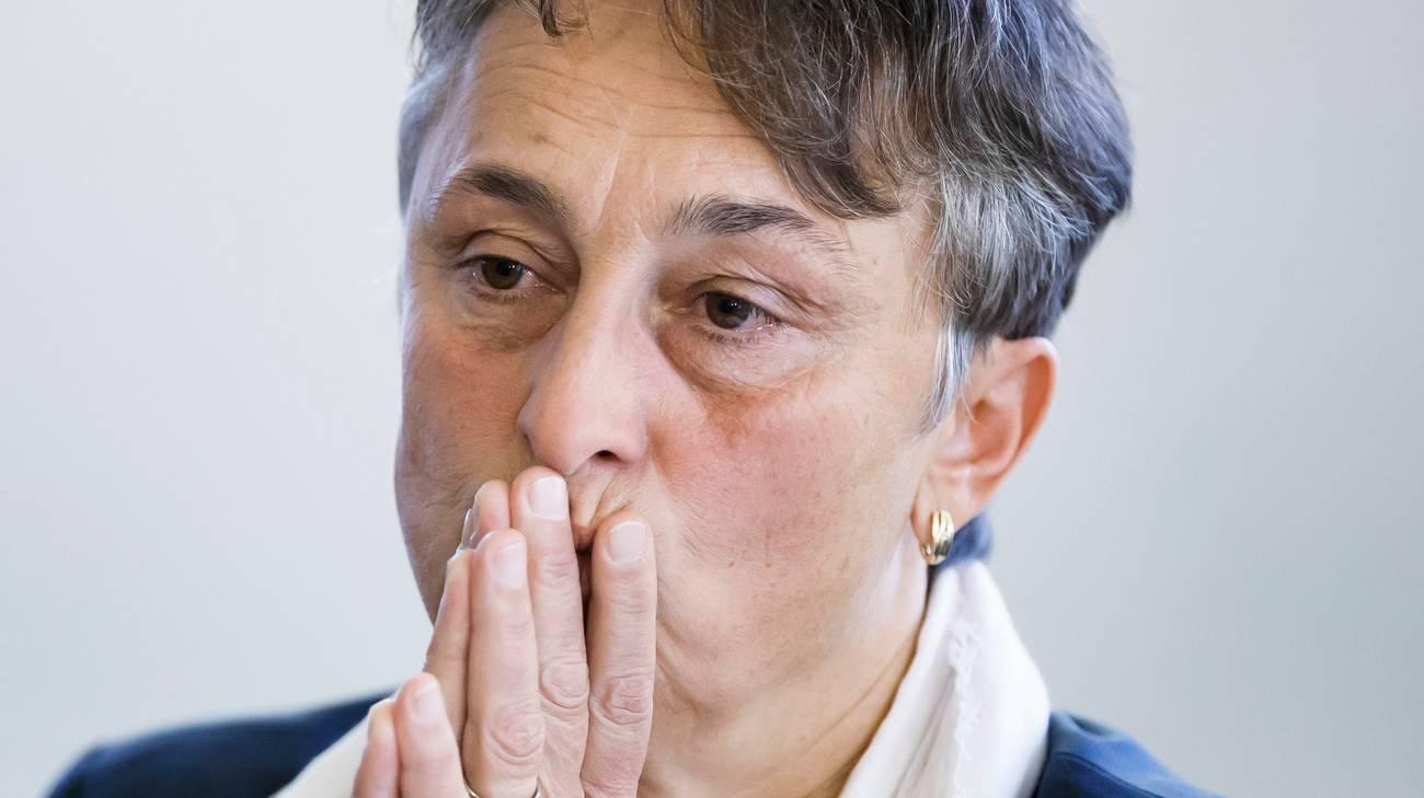La ministra dimissionaria è sospettata di violazione del segreto d'ufficio