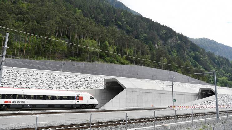 L'ingresso del primo treno al portale di Rynächt