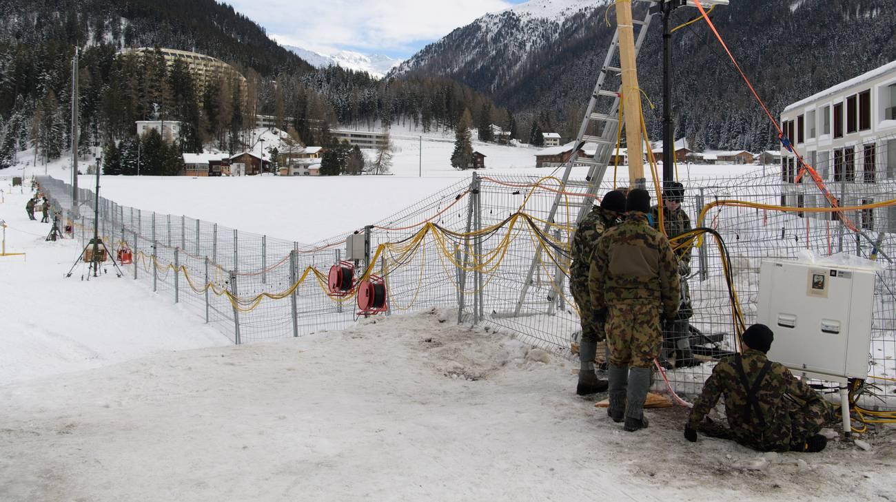 Militari al lavoro a Davos