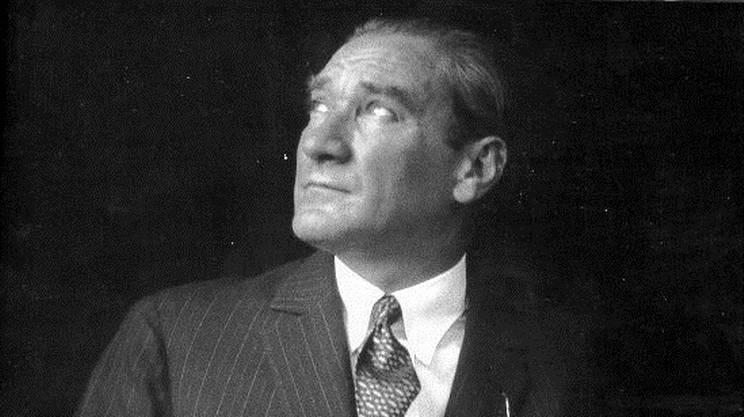 Mustafà Kemal Atatürk (1881-1938). Allo storico fondatore della Turchia moderna si deve anche l'introduzione di un codice civile elaborato sul modello di quello svizzero