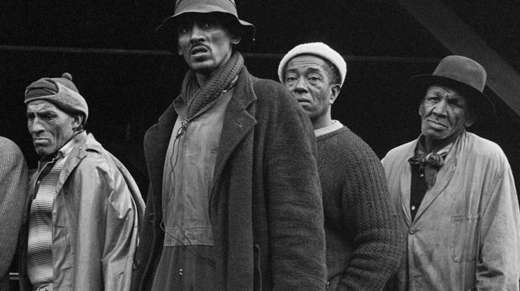 Pescatori nel Sudafrica dell'apartheid, in questa fotografia del 1968