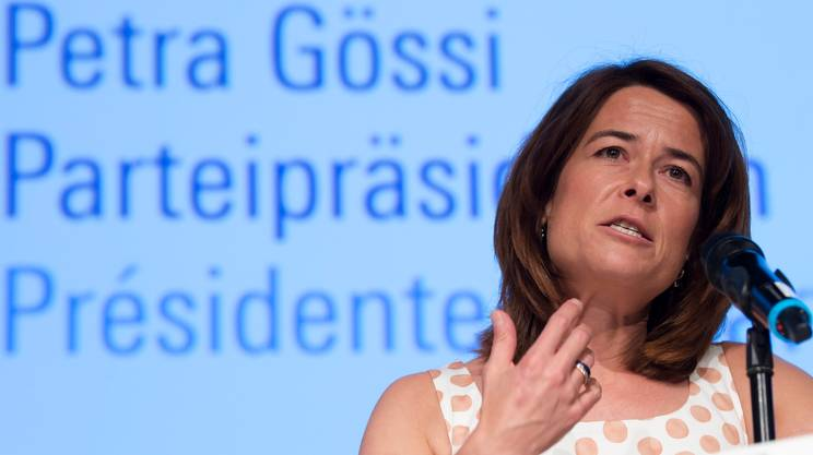 Petra Gössi, presidente del PLR svizzero, a più riprese chiamata in causa dai media sugli orientamenti del suo partito per la successione a Burkhalter
