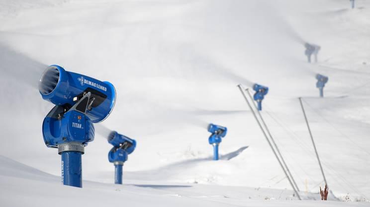 Quattromila cannoni da neve costantemente in funzione. Tanto occorrerebbe, secondo una simulazione, per preservare una superficie di ghiacciaio di appena mezzo chilometro quadrato