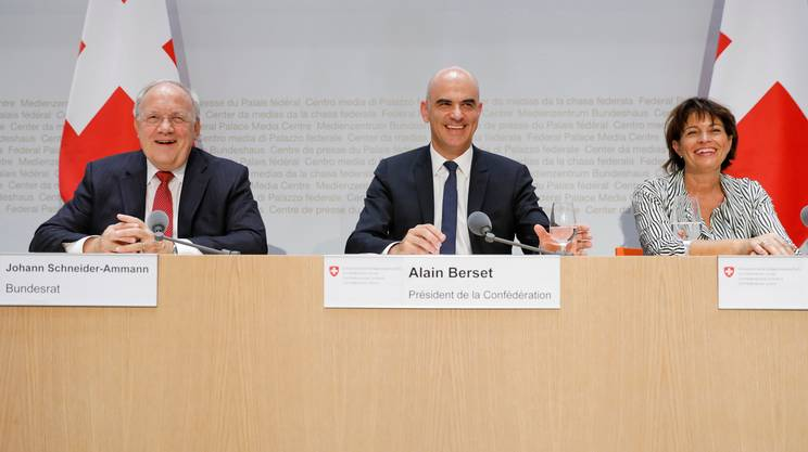Schneider-Ammann, Berset e Leuthard alla conferenza stampa di domenica pomeriggio del Consiglio federale