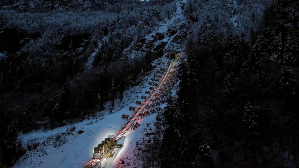 Stoosbahn: verso la vetta toccando la pendenza del 110%