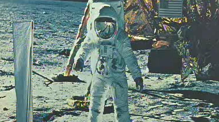 Lo strumento di misurazione del vento solare inventato da Geiss fu piantato nel terreno lunare da Buzz Aldrin
