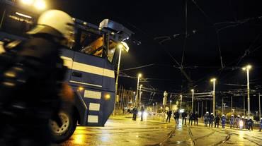 Polizia aggredita a Zurigo