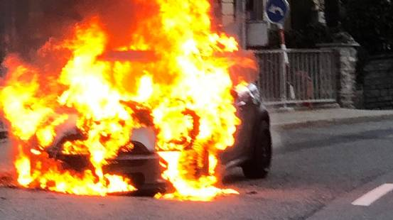 Auto in fiamme a Orselina
