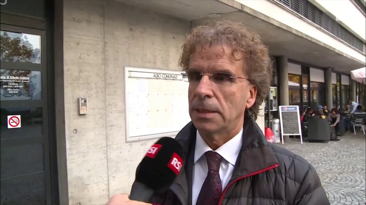 """Un gongolante Luigi De Carli, il sindaco di Arbedo-Castione: """"collaboreremo con la città e gli altri comuni che hanno detto di no"""""""