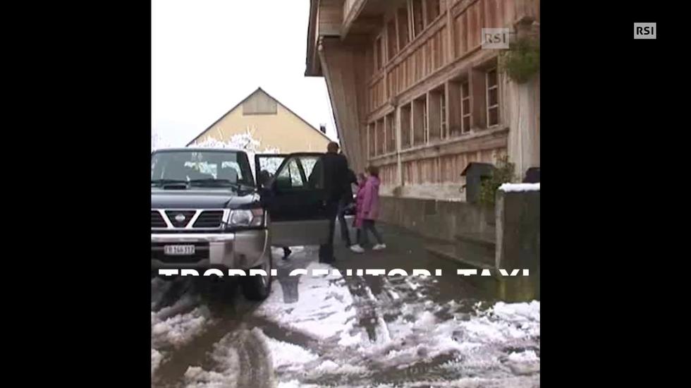 Troppi bambini accompagnati a scuola in Ticino
