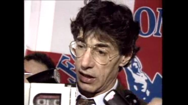 Aprile 1992 - Umberto Bossi diventa un fenomeno nazionale: crollano DC e PSI, la Lega si impone sull'onda dello sdegno per Manipulite