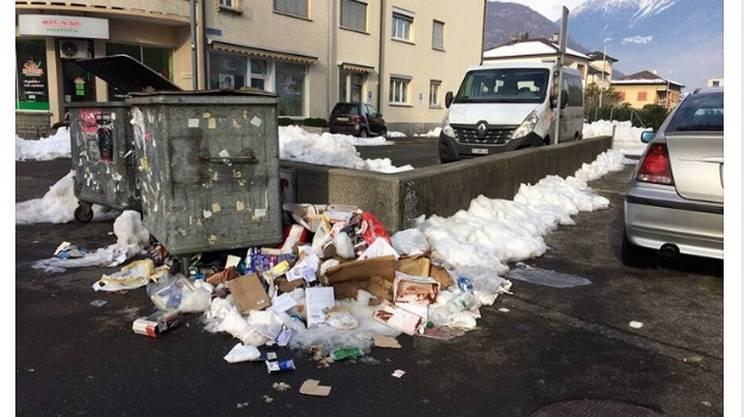 Bellinzona: rifiuti tra la neve