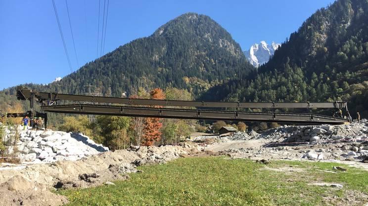 Durante la posa del ponte