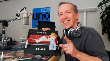 Fieschi fra i dischi in uno studio radio
