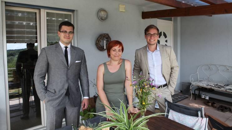 I due fondatori, Stefano Andreoli e Simone Perucchi, in compagnia di Sabrina, una delle addette ai bucati