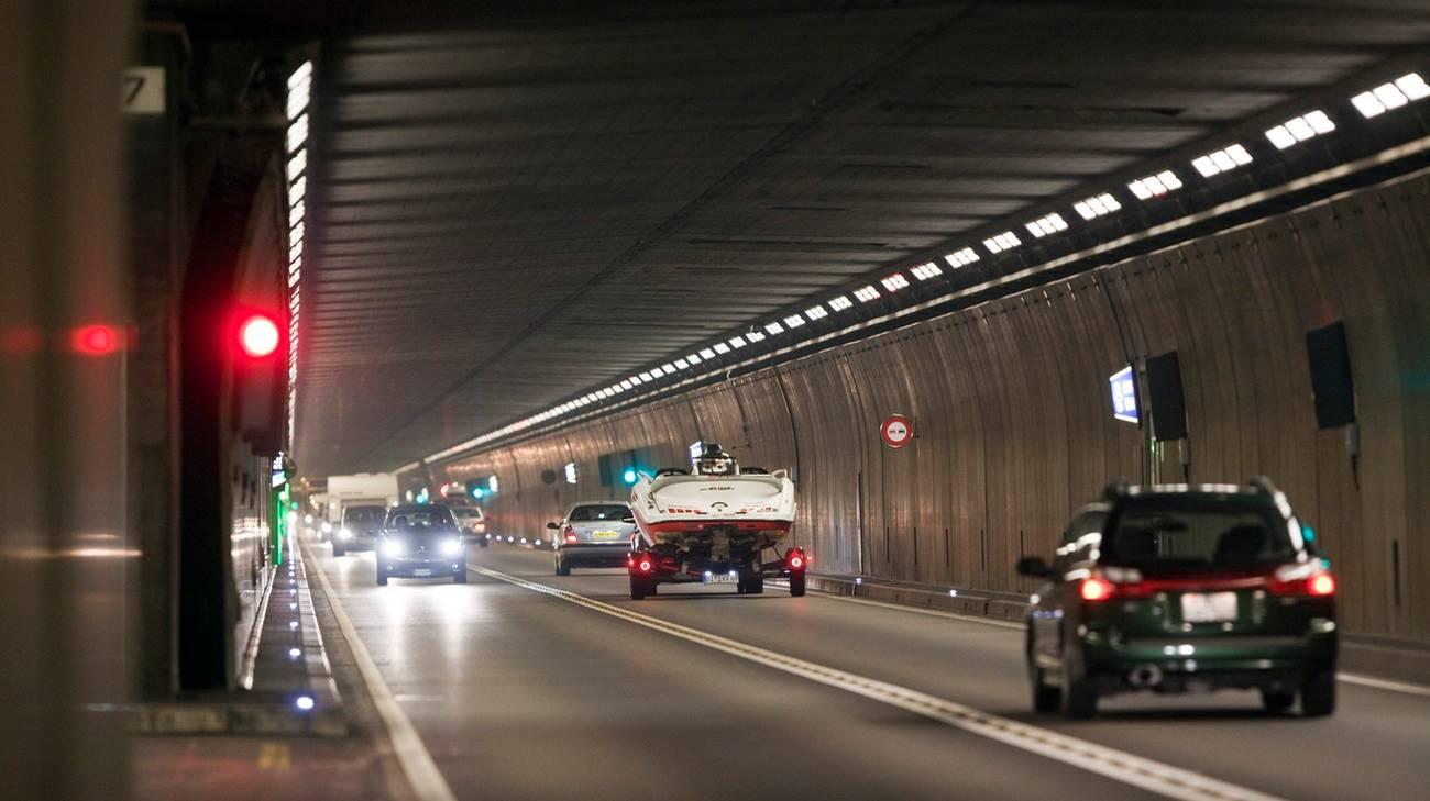 Il tedesco aveva compiuto sorpassi all'interno del tunnel del San Gottardo