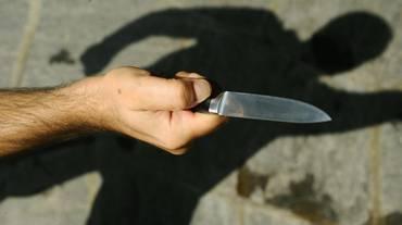 Piazza Grande, spunta un coltello
