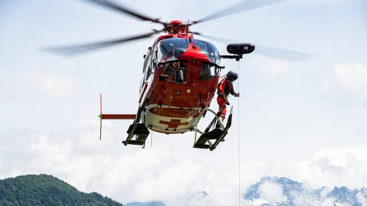 Intervenuti due elicotteri della REGA