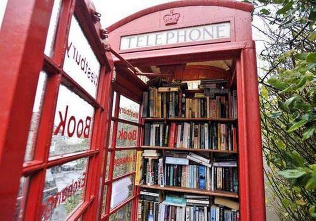 il telefono fa spazio ai libri - rsi radiotelevisione svizzera - Cabina Telefonica
