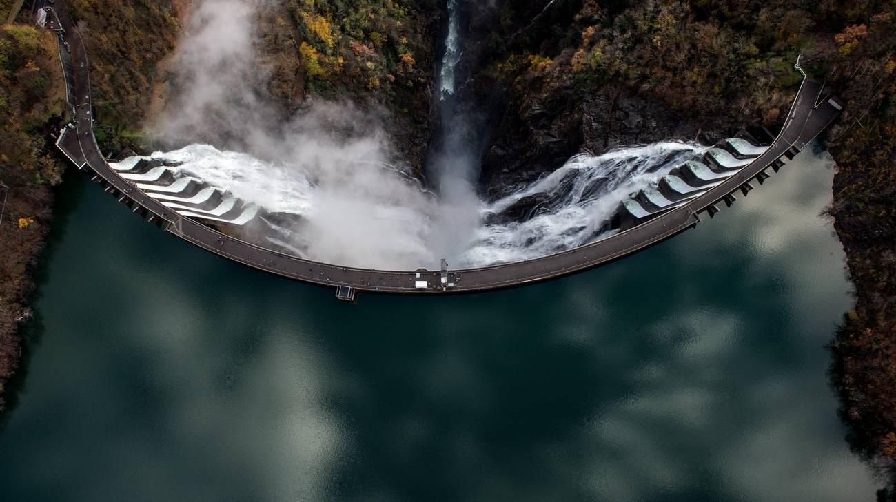 La diga della Verzasca: paesaggio da film