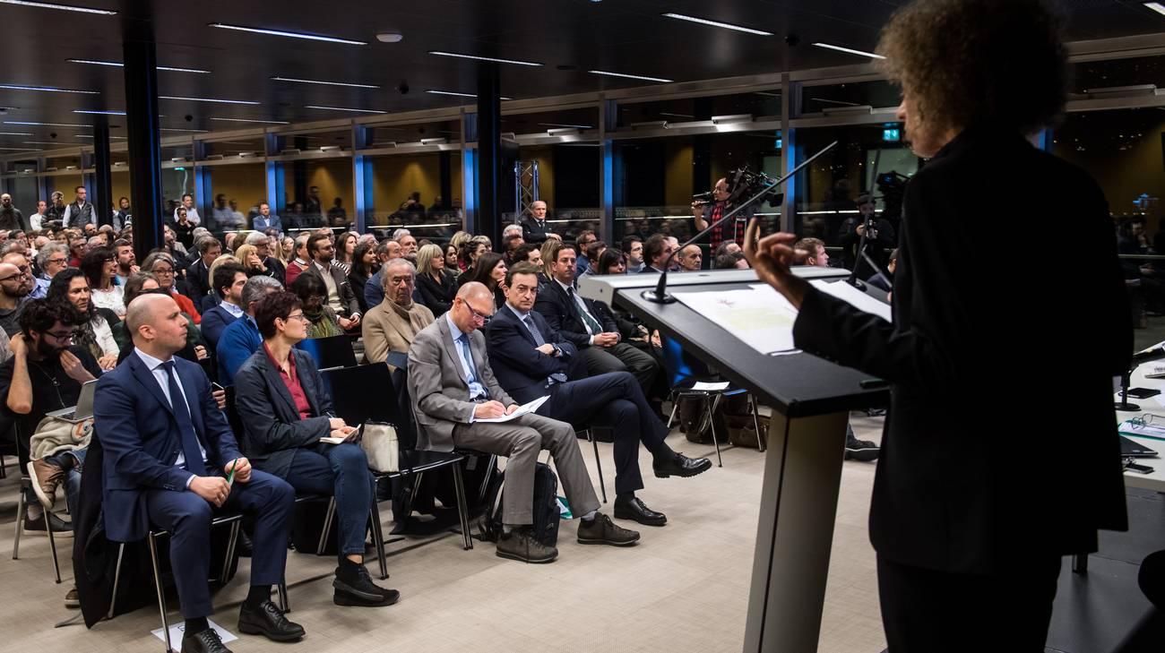 La direttrice divisione sviluppo di Zurigo Anna Schindler davanti al pubblico presente al LAC