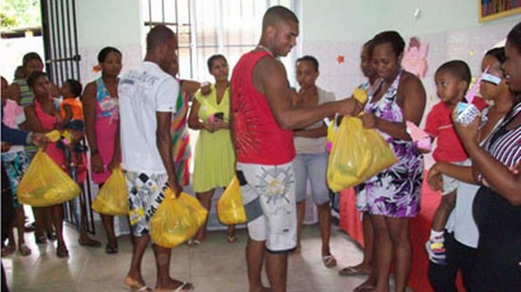 La distribuzione di cibo prima di Natale