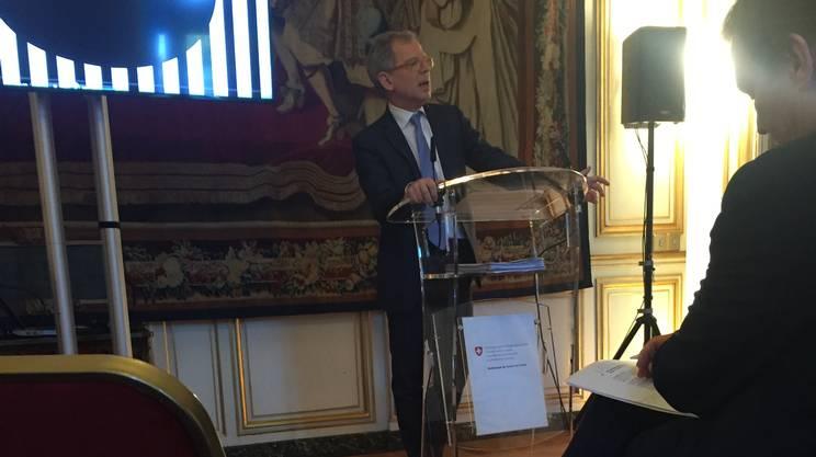 L'ambasciatore svizzero in Francia, Bernardino Regazzoni, nel corso della presentazione