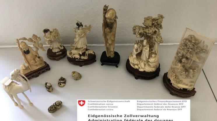 Le statuette d'avorio sequestrate a Chiasso