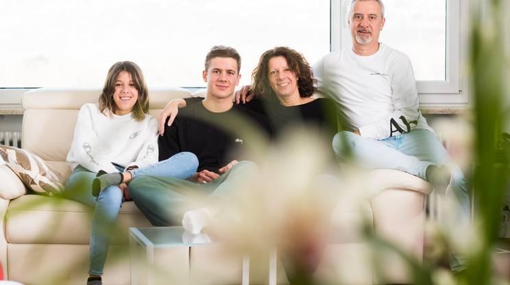 Noé Ponti fotografato con la famiglia in febbraio