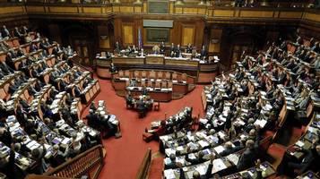 Leghe divise dai frontalieri rsi radiotelevisione svizzera for Sede senato italiano