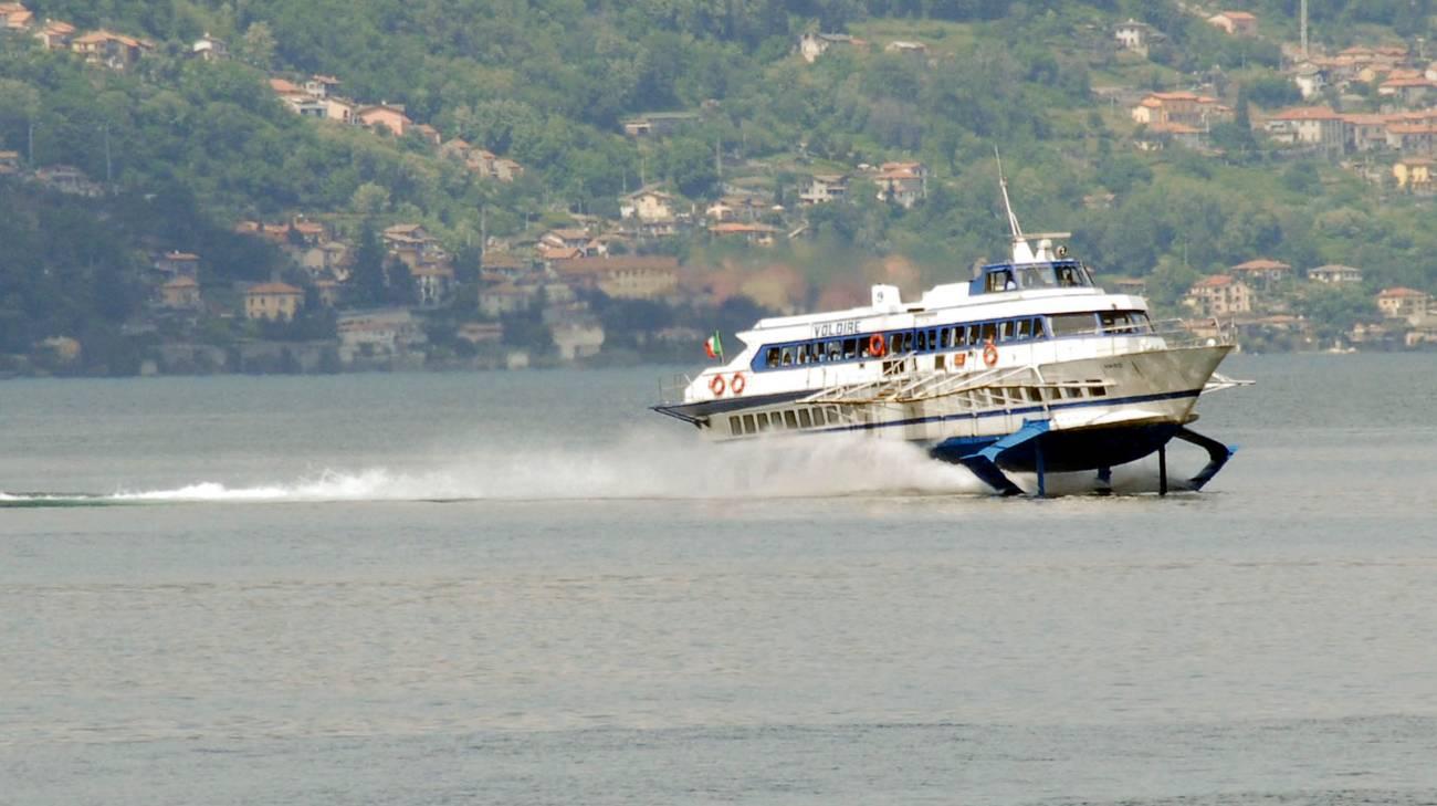 Parte il servizio di aliscafo per i frontalieri sul lago Maggiore