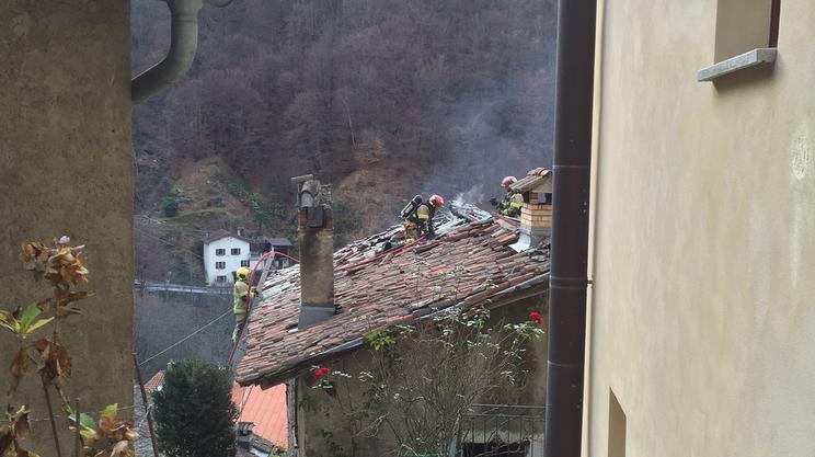 Incendio a Curtina - RSI Radiotelevisione svizzera - RSI.ch Informazione