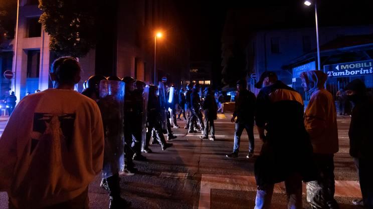 Sono stati schierati circa 100 agenti in tenuta antisommossa