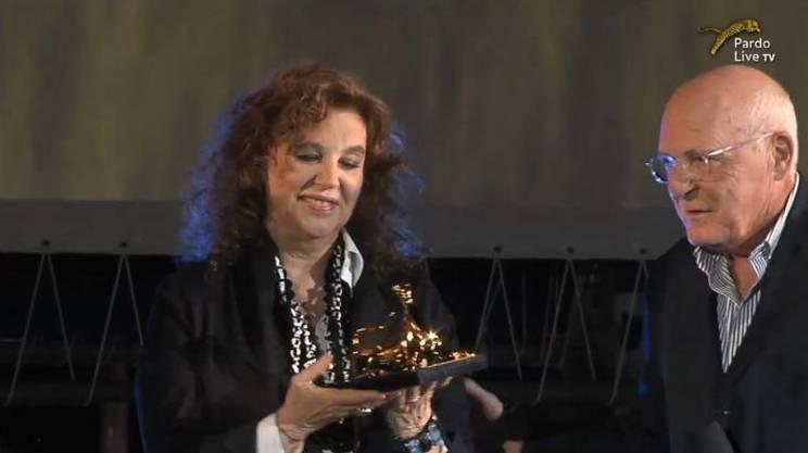 Stefania Sandrelli premiata dal presidente del Leopard Club Rolando Benedick