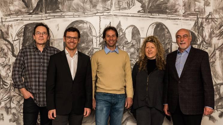 Stepahn Chiesa al centro della foto con, da sinistra, i colleghi muncipali di Onsernone Adriano Bellinato, Cristiano Terribilini, Wilma Gamboni e Marco Garbani Nerini