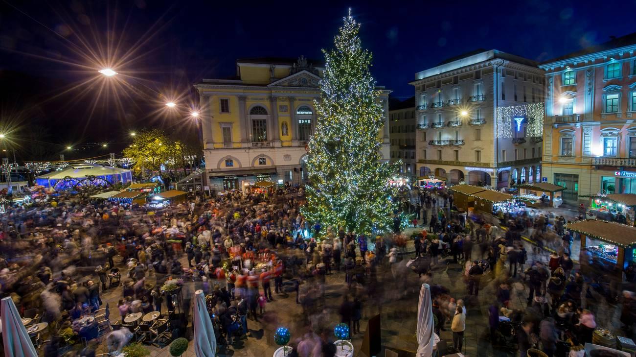 Decorazioni Natalizie Lugano.Lugano Accende Il Natale Rsi Radiotelevisione Svizzera