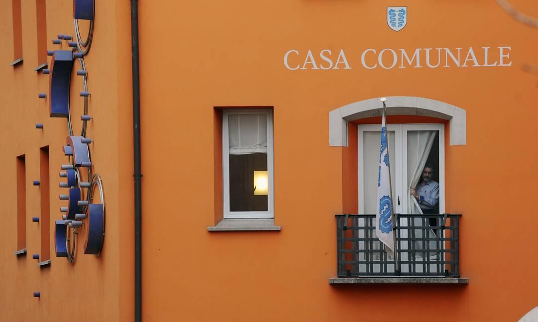 Bissone moltiplicatore al 65 rsi radiotelevisione svizzera for Casa comunale