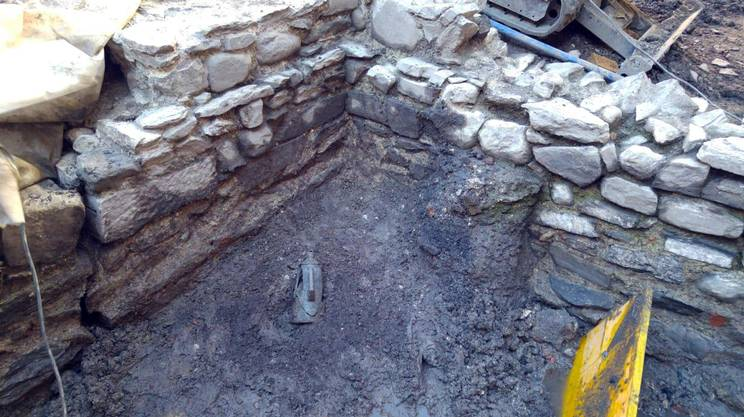Como. Trovato antico tesoro romano: un'anfora con 300 monete d'oro
