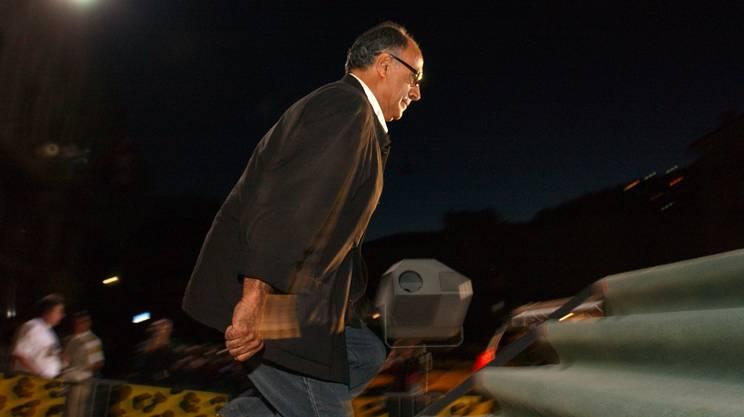 Abbas Kiarostami sale sul palco nel 2005 per ritirare il Pardo d'onore