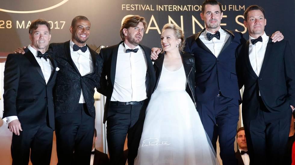 Il regista Ruben Östlund (terzo da sinistra) insieme al cast di The Square