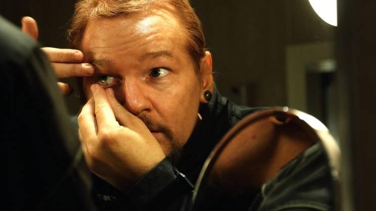 Julian Assange al momento di camuffarsi per raggiungere l'ambasciata dell'Ecuador
