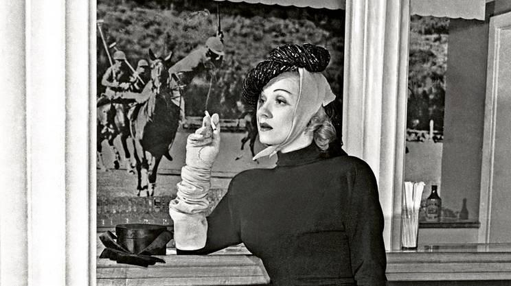 Sono lontani i tempi in cui Marlene Dietrich con la sigaretta significava emancipazione femminile