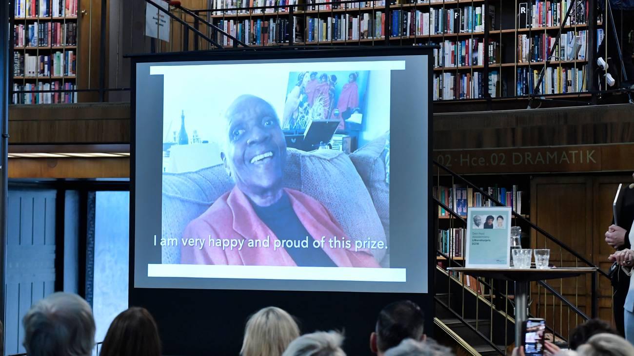 La scrittrice in collegamento video con la biblioteca di Stoccolma