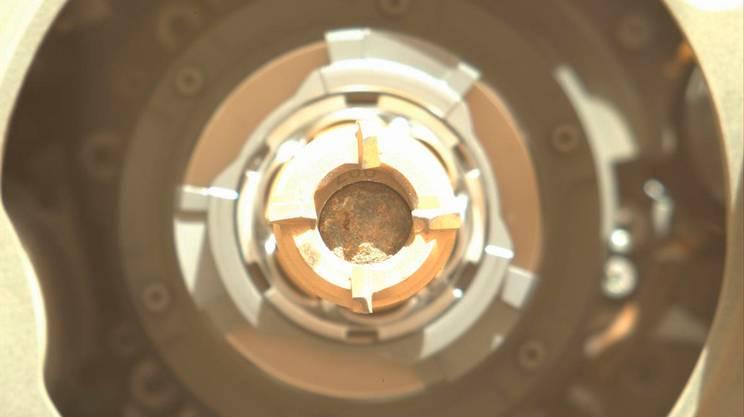 I campioni estratti dalla roccia sono ora conservati in tubi sigillati