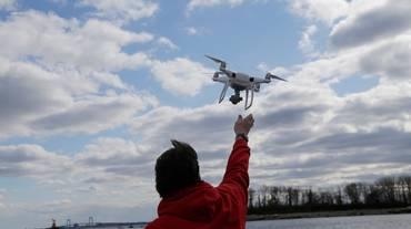 Il busto per guidare i droni