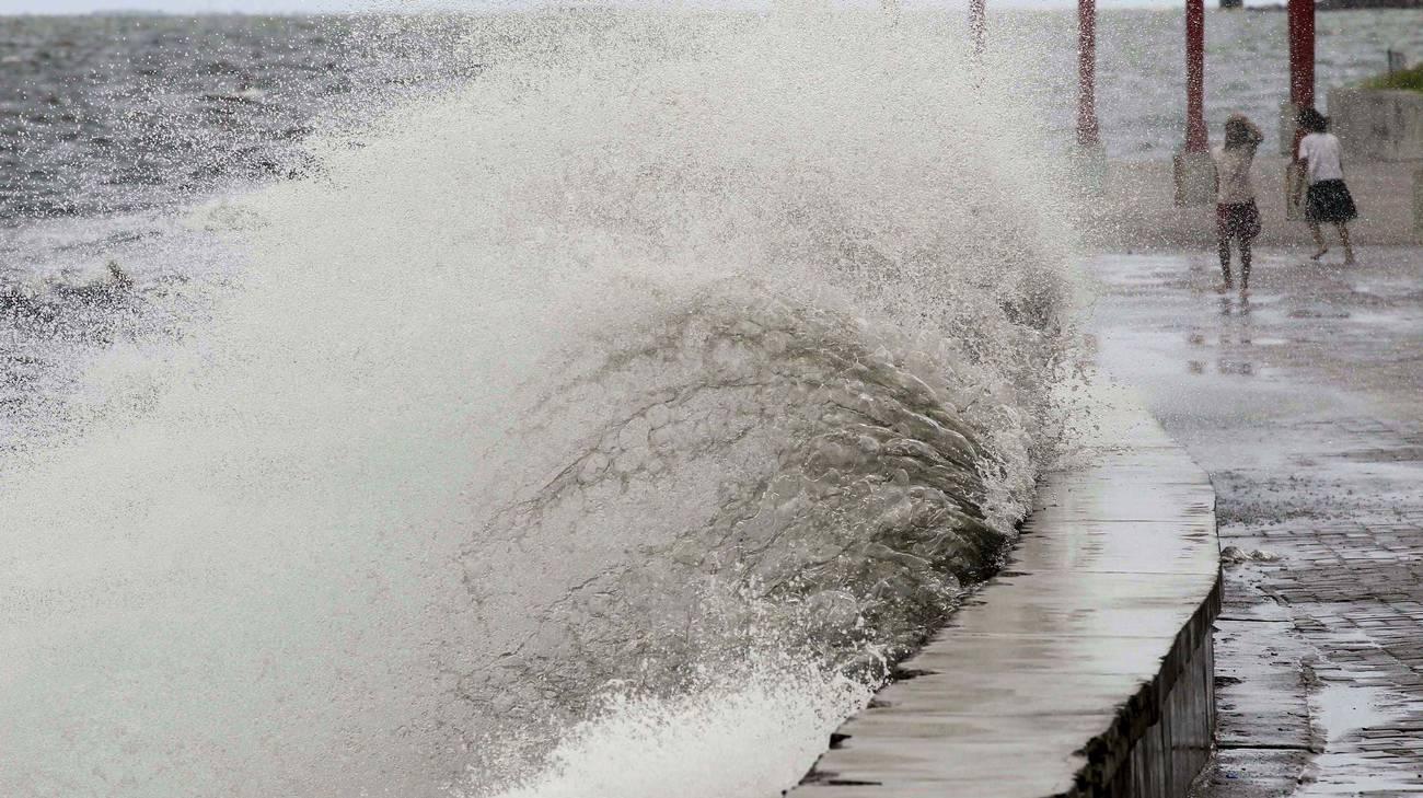 Il riscaldamento degli oceani provoca anche mareggiate e tempeste sempre più violente